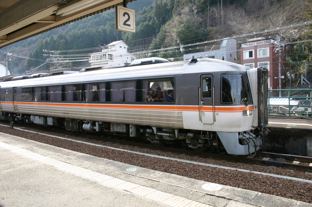 1 03飛騨小坂駅には、岐阜駅と富山駅を結ぶ特急ワイドビューひだ号の一部も停車4.jpg
