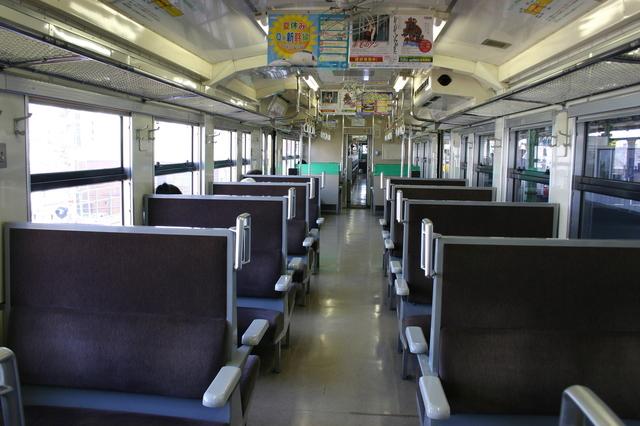 角島 02臨時快速みすゞ潮彩(みすずしおさい)号の指定席車両 座席2.jpg