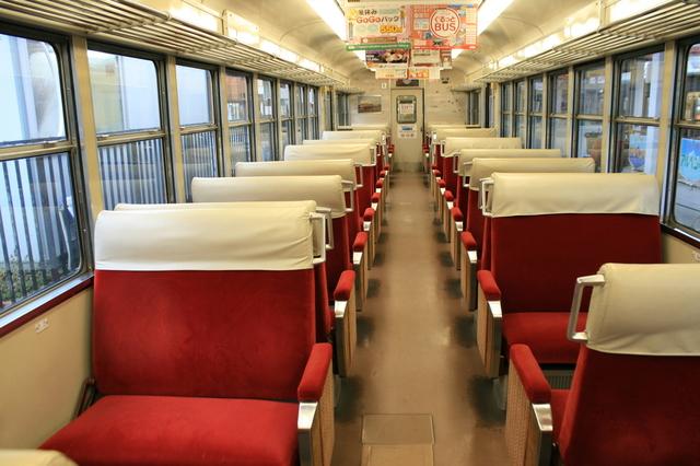 IMG_0609富山地鉄「特急うなづき号」(ダブルデッカーエクスプレス)の自由席車両の座席.JPG