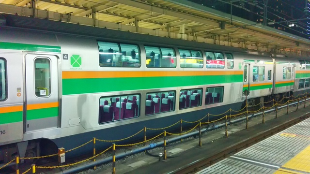 IMG_20150117_213704快速アクティーのグリーン車車両.jpg