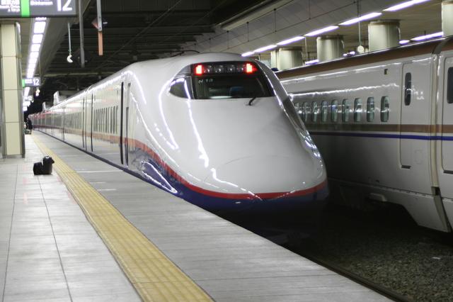 IMG_244北陸新幹線(旧 長野新幹線)あさま号の車両 E2系(長野駅にて)2.JPG