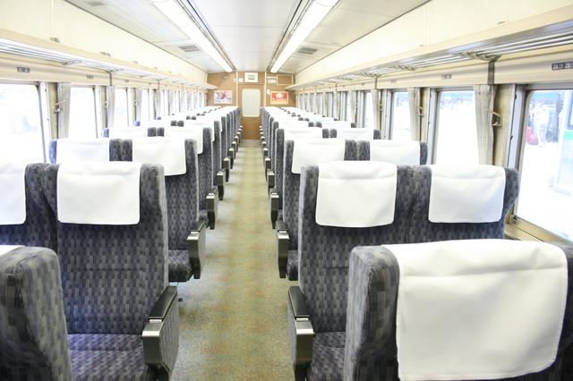 IMG_2JR東日本の185系「特急踊り子号」(185系電車)グリーン車の座席827.JPG
