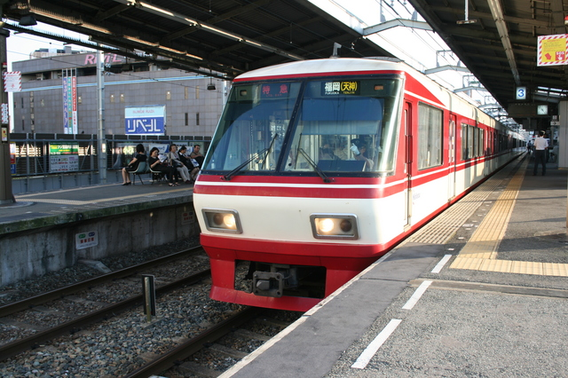 IMG_2840西鉄の特急列車(西鉄福岡駅大牟田駅).JPG
