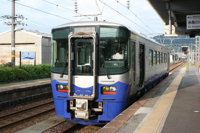 IMG_3031えちごときめき鉄道の列車.JPG