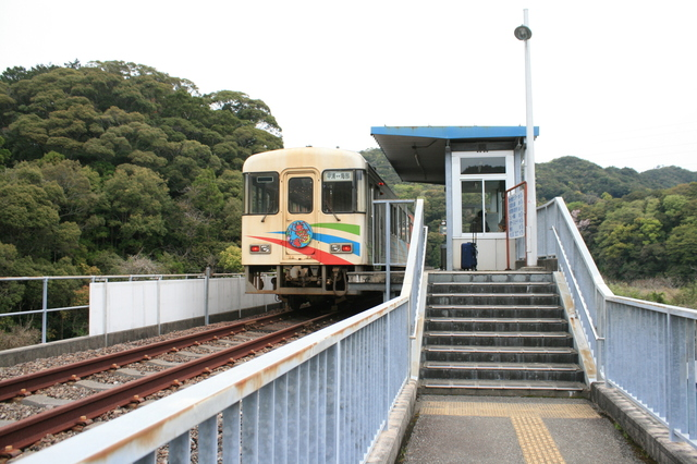 IMG_3249終点の甲浦駅に到着した阿佐海岸鉄道の列車.JPG