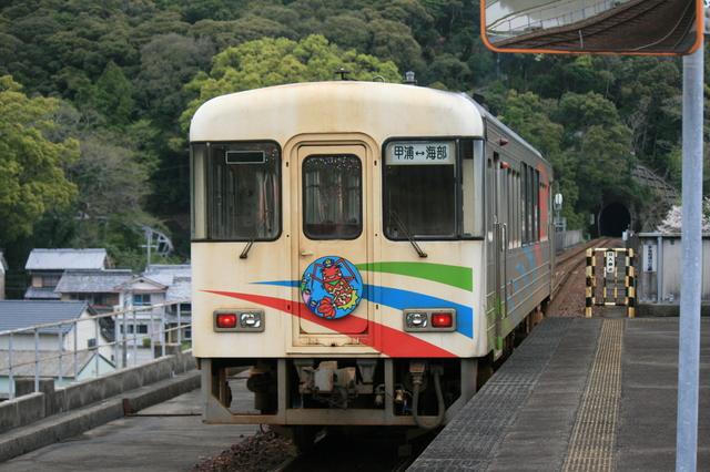IMG_3徳島県の海部駅~高知県の甲浦駅を結ぶ阿佐海岸鉄道の列車260.JPG