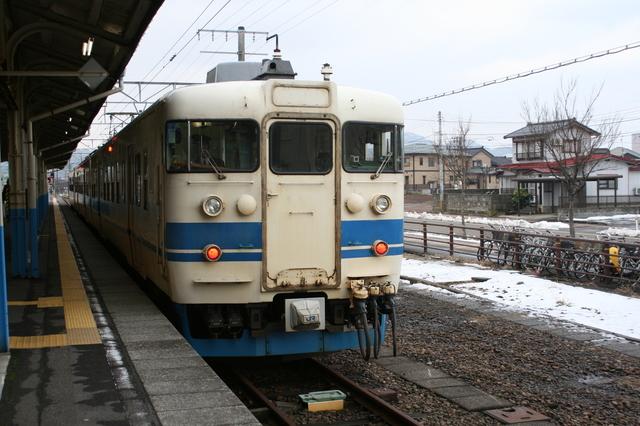 IMG_329JR北陸本線を走る普通列車1.JPG