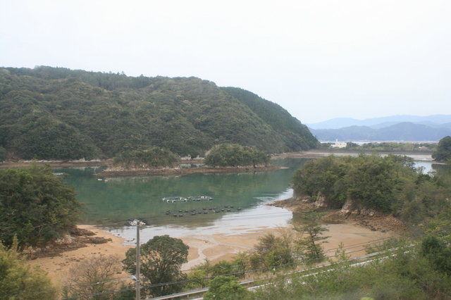 IMG_3397阿佐海岸鉄道(海部〜宍喰)間に左車窓に海が見えはじめる.JPG