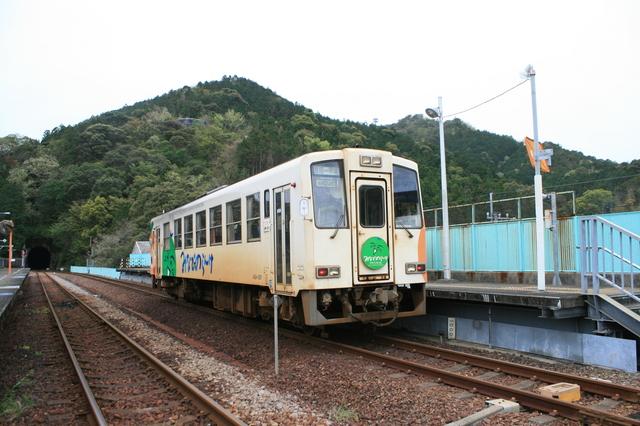 IMG_343海部駅に停車する阿佐海岸鉄道の気動車1.JPG