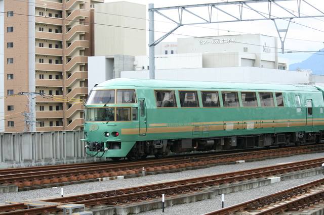 IMG_3770特急 JR ゆふいんの森.JPG