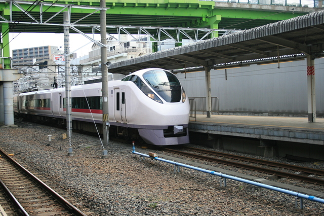 IMG_40上野東京ライン開業後、データイムの全列車および夕方以降の一部列車が品川発着に。91.JPG