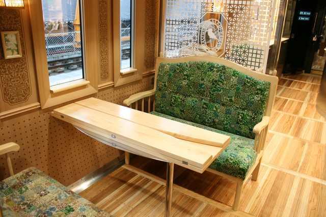 IMG_409地元産木材をふんだんに使ったJR九州の特急「かわせみ・やませみ」の内装2-min.JPG