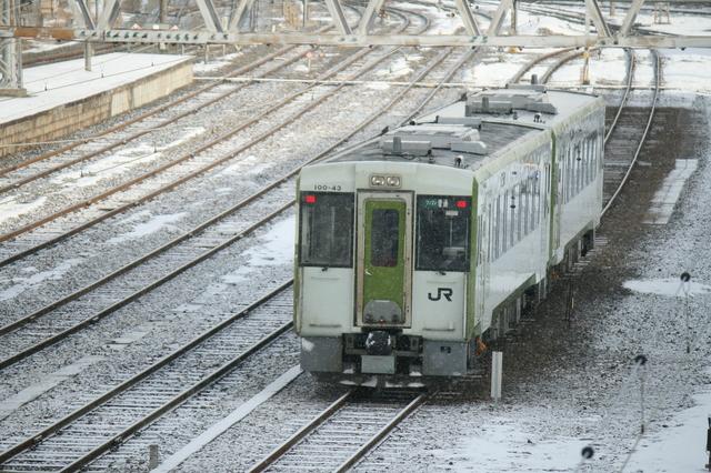 IMG_418一ノ関駅〜JR気仙沼駅間を約1時間半で結ぶJR大船渡線の普通列車6.JPG
