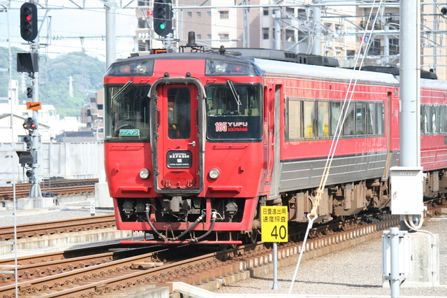 IMG_42赤い車体が印象的なJR九州(九州旅客鉄道)の特急ゆふ号10.JPG