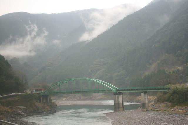 IMG_445緑の山々に囲まれて流れる「日本三大急流」の球磨川5-min.JPG