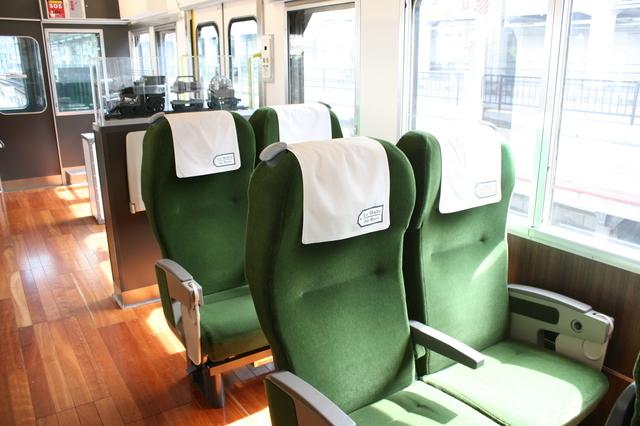 IMG_5201観光列車「ラマルドボア」の2人掛け座席.JPG