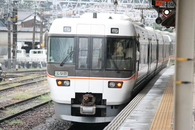 IMG_5297特急ワイドビューしなの号の貫通型車両.JPG