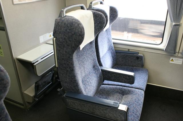 IMG_564JR特急ワイドビューしなの(383系電車)のグリーン車座席1.JPG