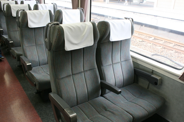 IMG_564特急ワイドビューしなの号の普通車(普通車自由席、普通車指定席)座席2.JPG