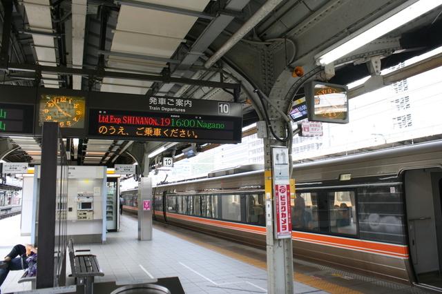 IMG_56名古屋駅に停車する特急ワイドビューしなの56.JPG