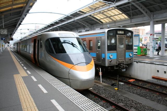 IMG_6435高松駅に停車する特急いしづち.JPG
