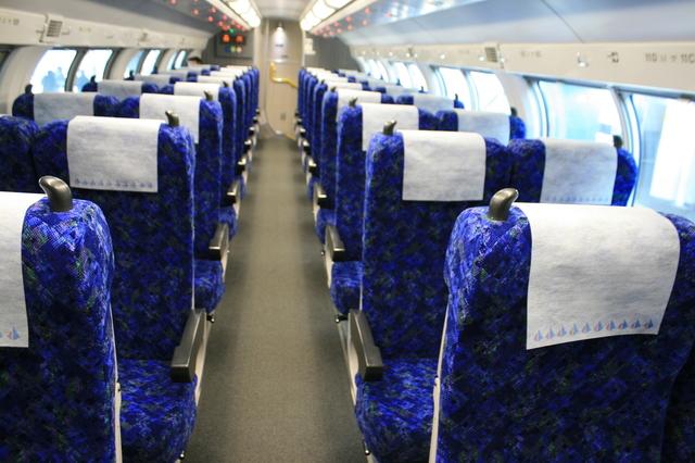 IMG_7首都圏を走る快速アクティー普通車グリーン車(2階席)の座席121.JPG