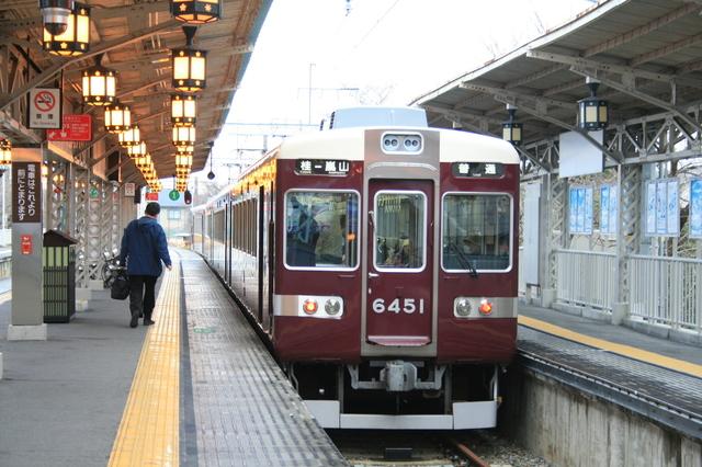IMG_阪急嵐山線で活躍中の、元阪急京都線特急用6300系車両