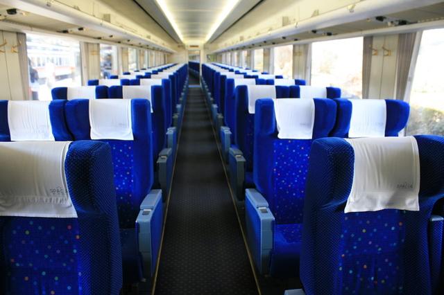 IMG_784特急きぬ 東武鉄道「スペーシア 100系車両」の一般座席2.JPG