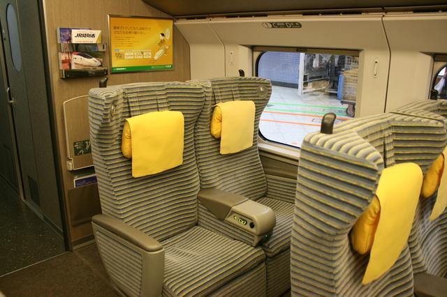 IMG_791新幹線「やまびこ号」(E2系電車)のグリーン車座席4.JPG