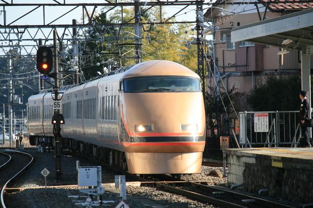 IMG_東武鉄道の特急車両ゴールデンスペーシア(100系車両)