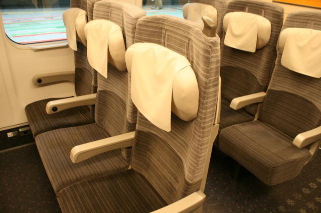 IMG_8北海道新幹線「はやぶさ号」普通車の座席022.JPG