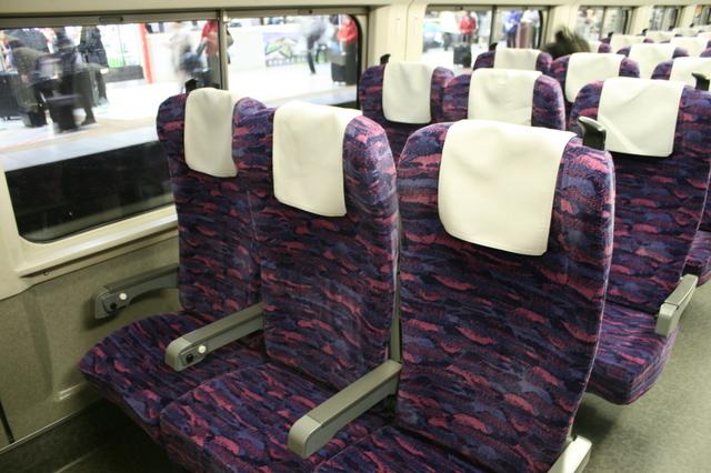 IMG_新幹線「やまびこ号」(E2系電車)の普通車座席