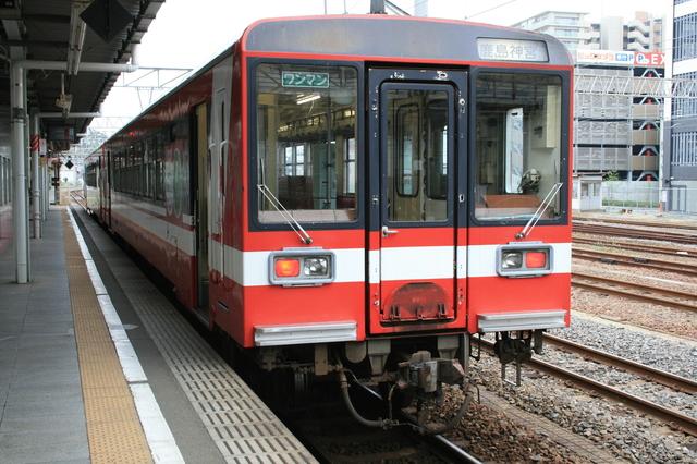 IMG_842鹿島臨海鉄道で活躍している車両、赤いディーゼルカーの6000系3.JPG