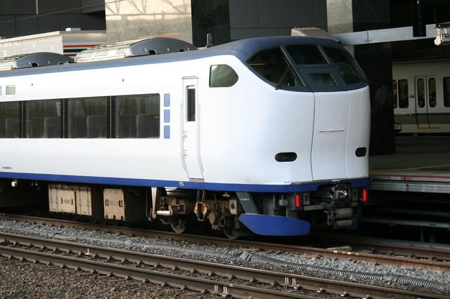 IMG_米原・京都〜関西空港を結ぶJR西日本の特急はるか号(281系車両)