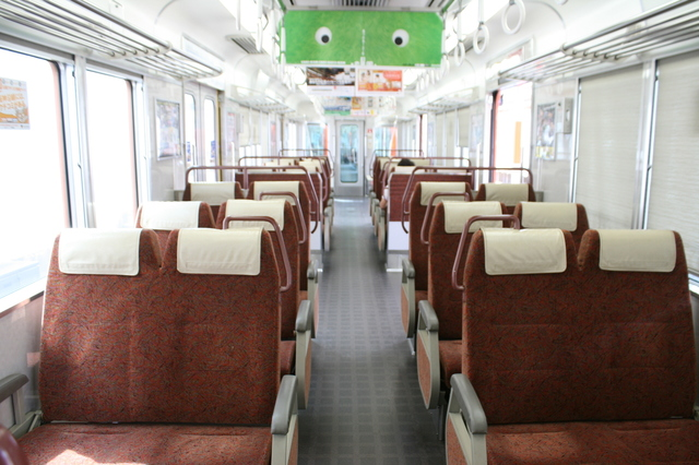 IMG_「直通特急」阪神電鉄8000系リニューアル車両のクロスシート