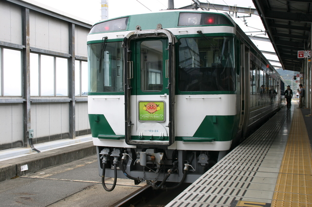 IMG_9321瀬戸大橋アンパンマントロッコ一般車両.JPG