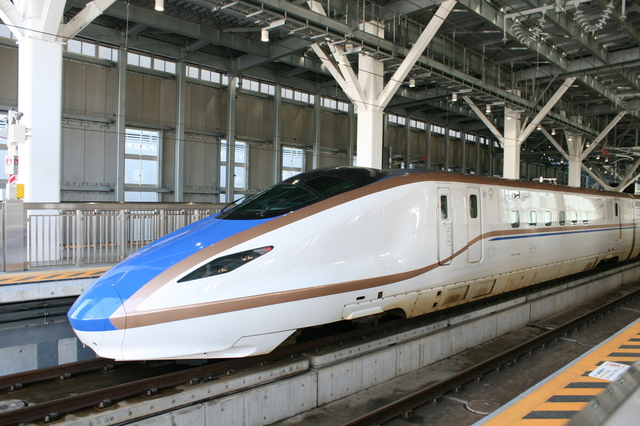 IMG_9538北陸新幹線  京田辺 松井山手 .JPG