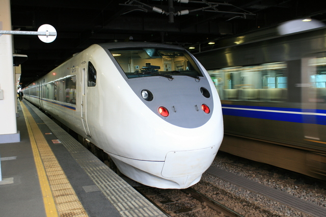 IMG_9800名古屋・米原~金沢を結ぶJR西日本の特急列車「特急しらさぎ号」.JPG