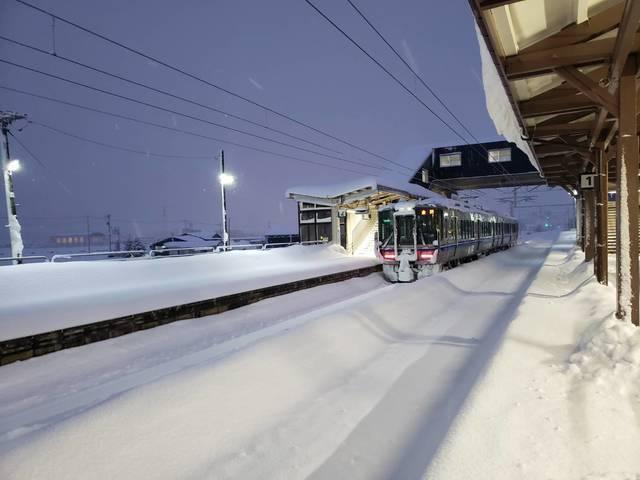北陸線|大雪で金沢行普通列車が森田駅で14時間立ち往生。運転再開までの記録(2021年1月9日).jpg