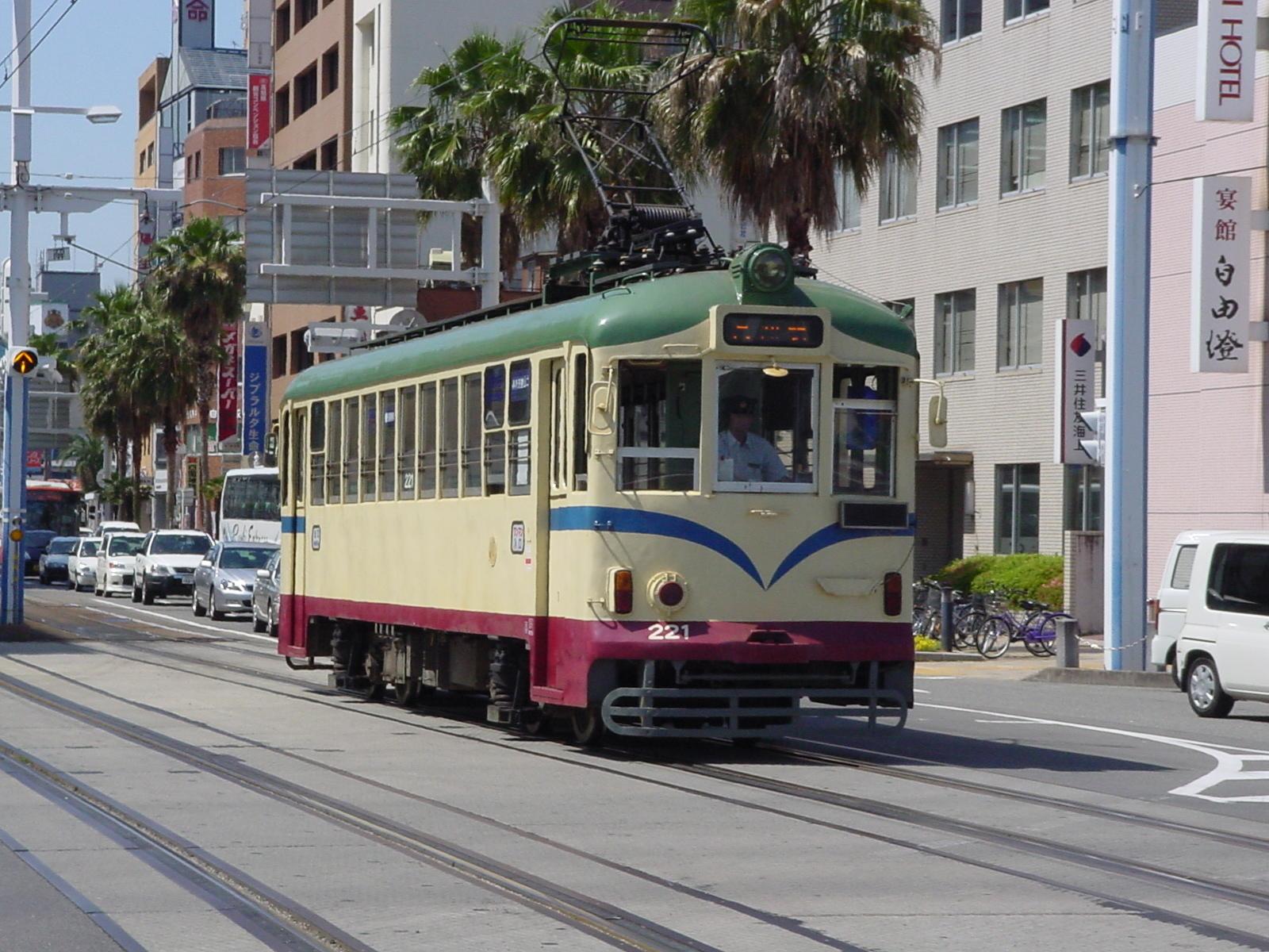 現存する日本最古の路面電車「土佐電気鉄道」(とさでん)(高知駅前~はりまや橋~伊野町ほか)
