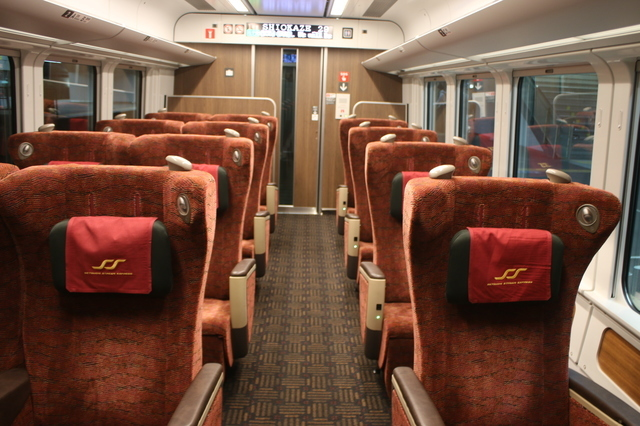 IMG_000重厚な雰囲気がする特急しおかぜ号(8600系)グリーン車指定席の座席7.JPG