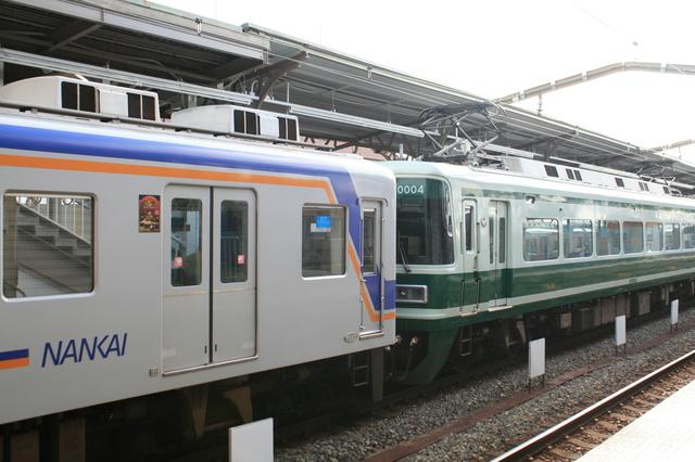 IMG_02特急サザン号は基本的に、座席指定車両(右)と自由席車両(左)を連結14.JPG