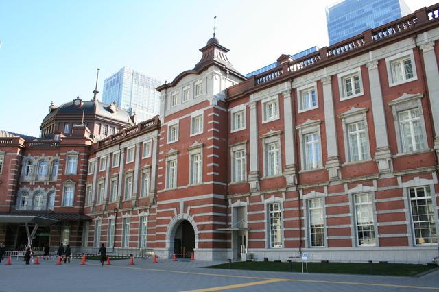 IMG_048大正3年(1914年)開業当時の姿に復原され、2014年に100歳を迎えた東京駅。駅舎のレンガが重厚0.JPG