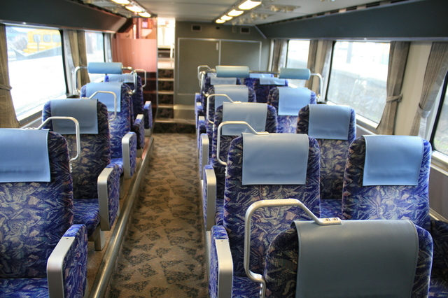IMG_0517富山地鉄「特急うなづき号」(ダブルデッカーエクスプレス)の指定席車両の座席(階下席).JPG