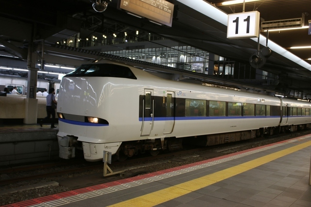 IMG_071大阪駅に到着したJR西日本の特急びわこエクスプレス号0.JPG