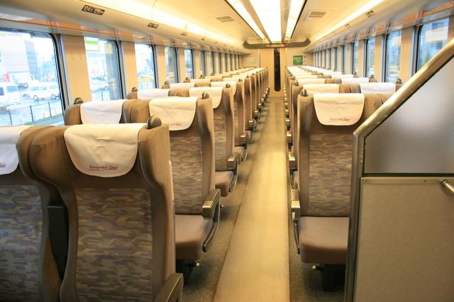 IMG_099特急すずらん号の座席は全席リクライニングシート。自由席と指定席を連結。1.JPG