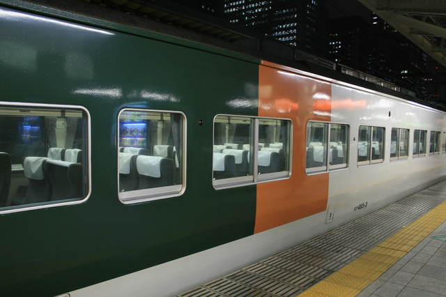IMG_11湘南ライナーは普通車とグリーン車を連結91.JPG
