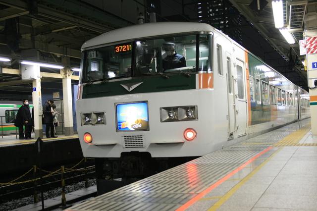 IMG_1205ラッシュ時に活躍する、東京~小田原間を結ぶ湘南ライナー.JPG