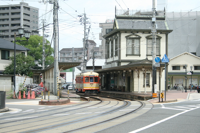 IMG_12伊予鉄道の路面電車と道後温泉駅46.JPG