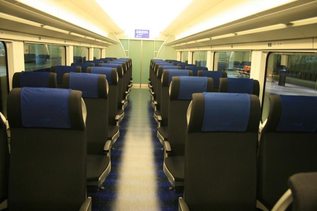 IMG_136洗練されたムード漂う、京成電鉄の空港アクセス特急「スカイライナー」の車内4.JPG